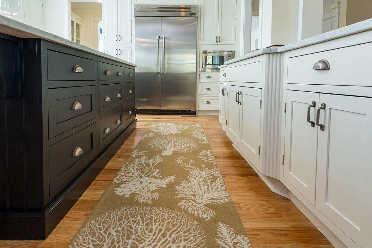 A two-toned kitchen is ideal for trying contrasting hardware finishes and styles.