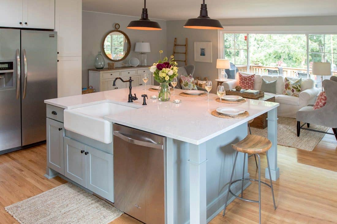 Open kitchen with sink in the island