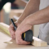 How do I hire a kitchen remodeling contractor?