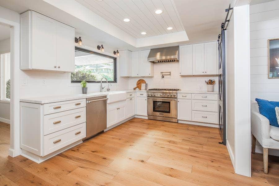 Bright White Kitchen with Dayton Cabinets