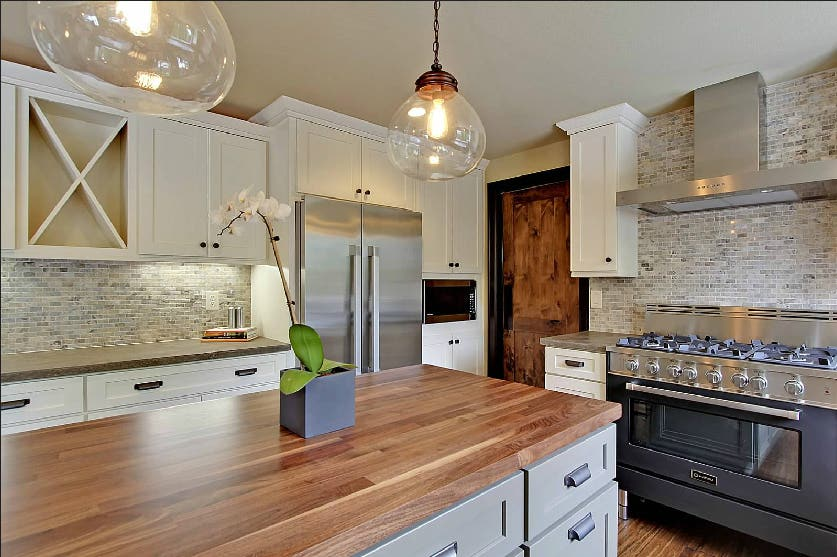 CliqStudios Dayton Kitchen Cabinets in Painted Linen and Harbor