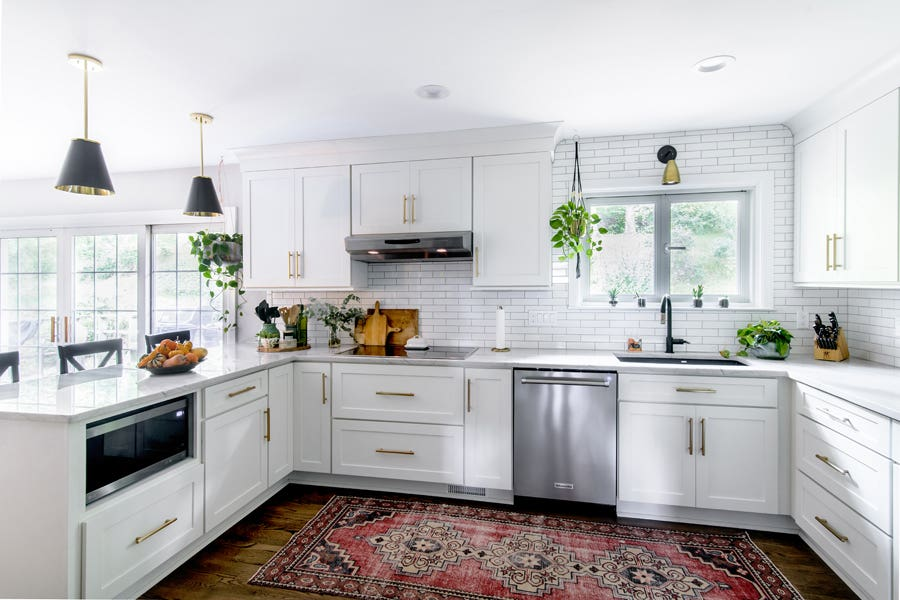 U-shaped kitchen with white shaker cabinets with overlay doors